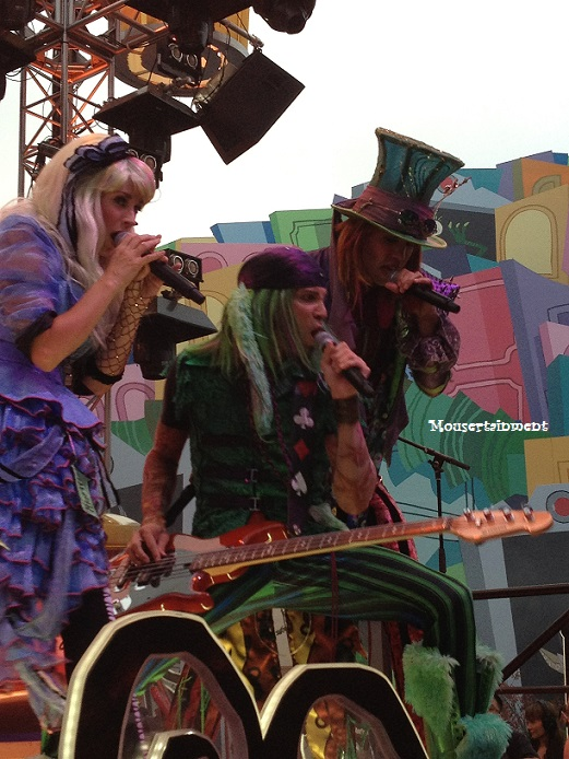 March Hare razzle 'n' a dazzle 'n' the audience with his bandmates!